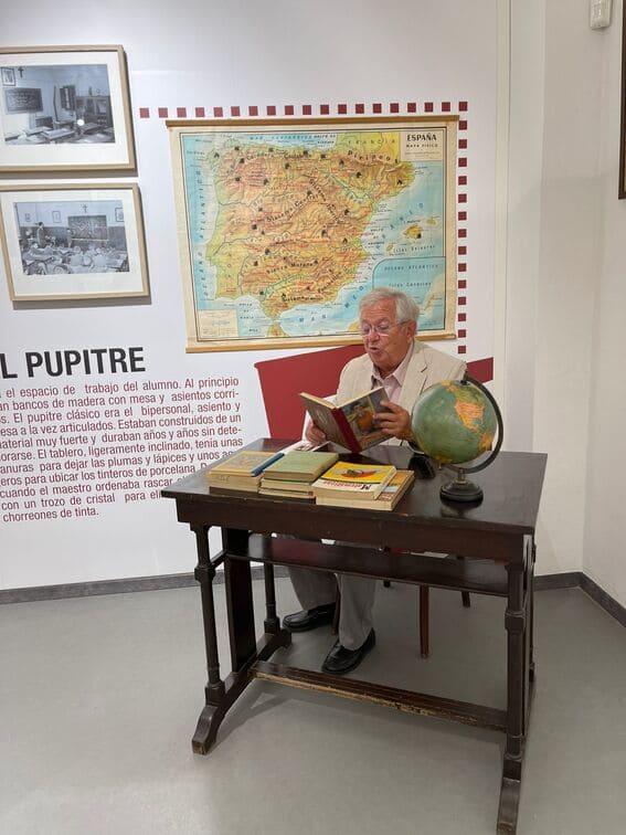 Fernando Jáuregui en el museo de educación